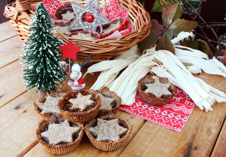 Mini Christmas nutty cakes